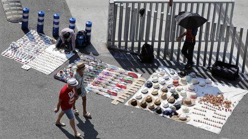 Los manteros de Barcelona se defienden: el turista herido intervino de forma violenta
