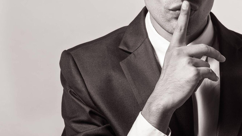 Foto: Si decir algo no te beneficia, mejor callar. (iStock)