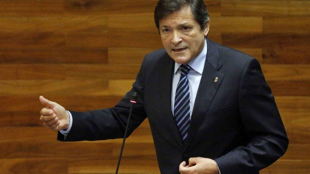 Foto: El presidente de Asturias y ahora presidente de la gestora del PSOE, Javier Fernández, el pasado 30 de septiembre en el Parlamento autonómico. (EFE)
