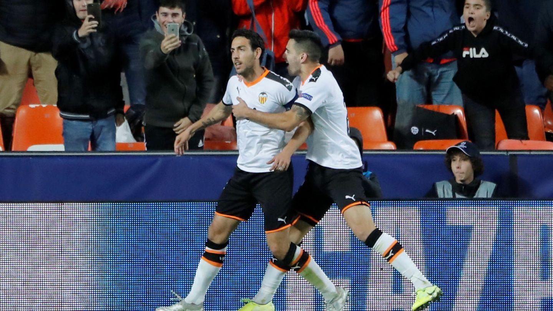 Dani Parejo (i), de penalti, marcó el primer gol del Valencia al Lille. (Reuters)