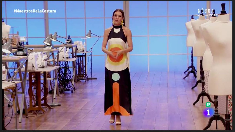 Raquel con el vestido de Elio Berhanyer.  (TVE)