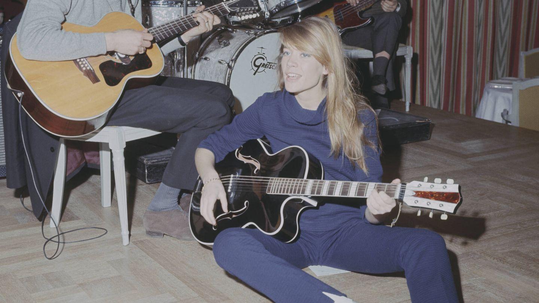 Françoise Hardy, en una actuación en Londres en 1967. (Getty)