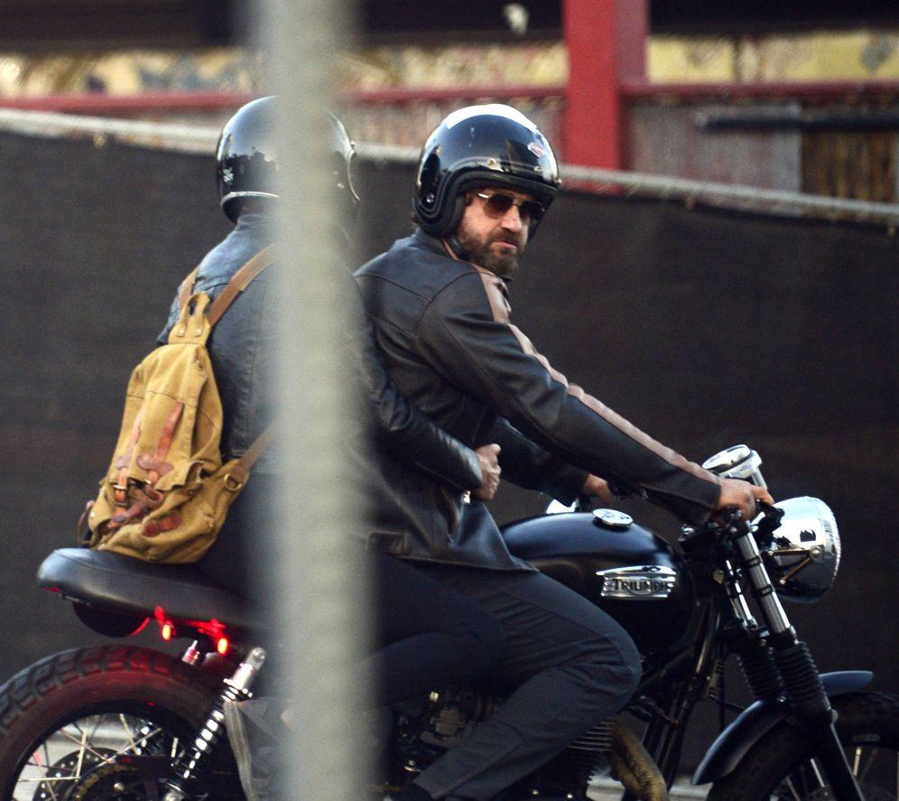Foto: Gerard Butler en una imagen con su motocicleta. (Gtres)