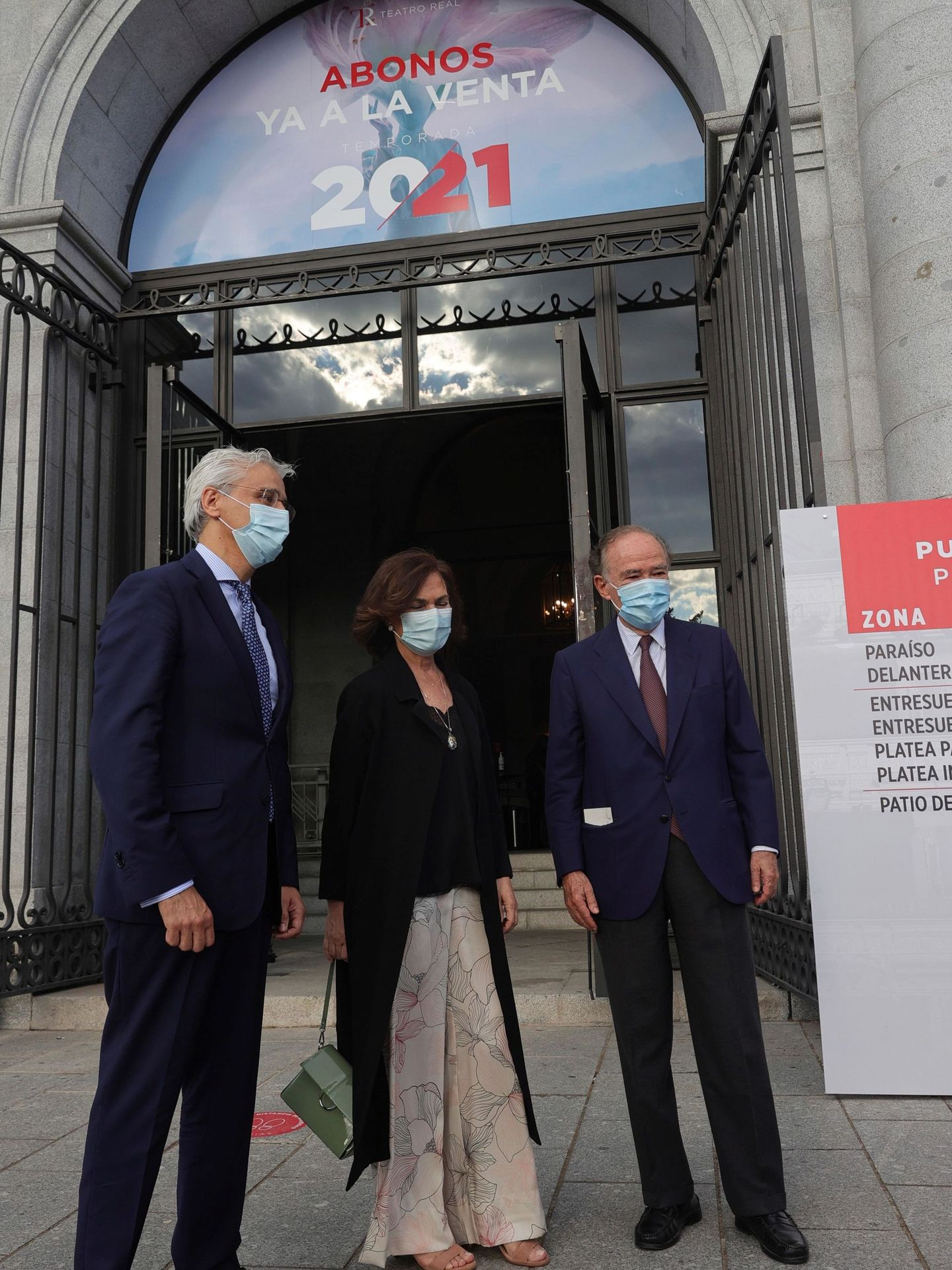 La vicepresidenta primera del Gobierno, Carmen Calvo, y el presidente del Teatro Real, Gregorio Marañón. (EFE)