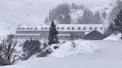 Tercera semana de aislamiento y nevadas en el Pirineo de Huesca: el día en fotos