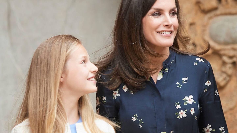 La princesa Leonor y la reina Letizia a su llegada a la catedral de Palma. (Limited Pictures)