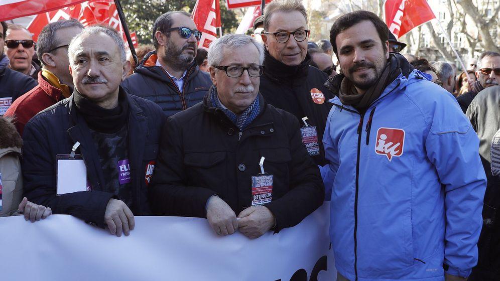 Foto: El coordinador general de IU, Alberto Garzón, junto con los secretarios de UGT, Pepe Álvarez, y CCOO, Ignacio Fernández Toxo. (EFE)