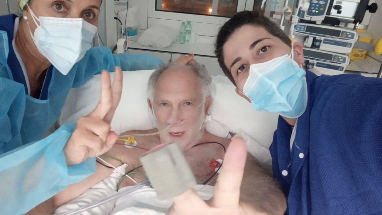 Ekaizer, en el hospital. (Twitter @ErnestoEkaizer)