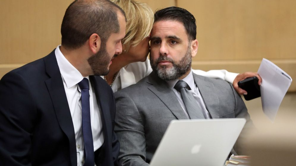 Foto: Pablo Ibar (d), junto a su abogado defensor, Joe Nascimento (i). (EFE)