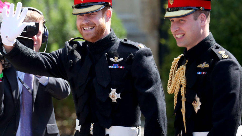 El príncipe Harry, llegando a la capilla de Windsor con su hermano Guillermo. (Getty)