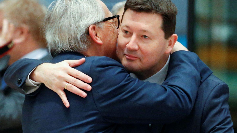 Selmayr junto al presidente Juncker. (Reuters)