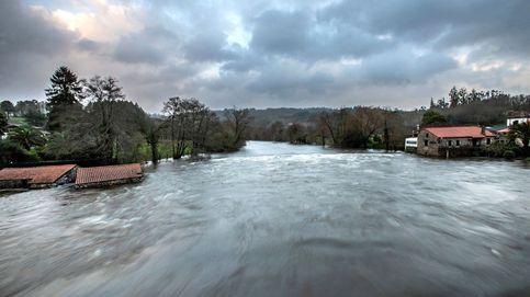 'Fabien' cede tras dejar miles de incidentes, viento huracanado y olas de 20 metros