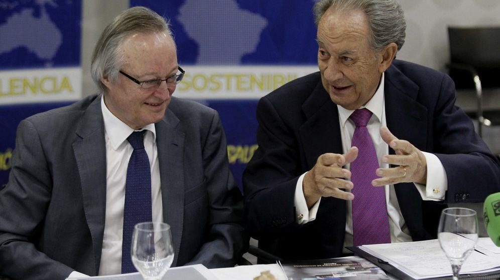 Foto: El presidente de OHL, Juan Miguel Villar Mir (d), y el consejero delegado de la sociedad, Josep Piqué. (EFE)