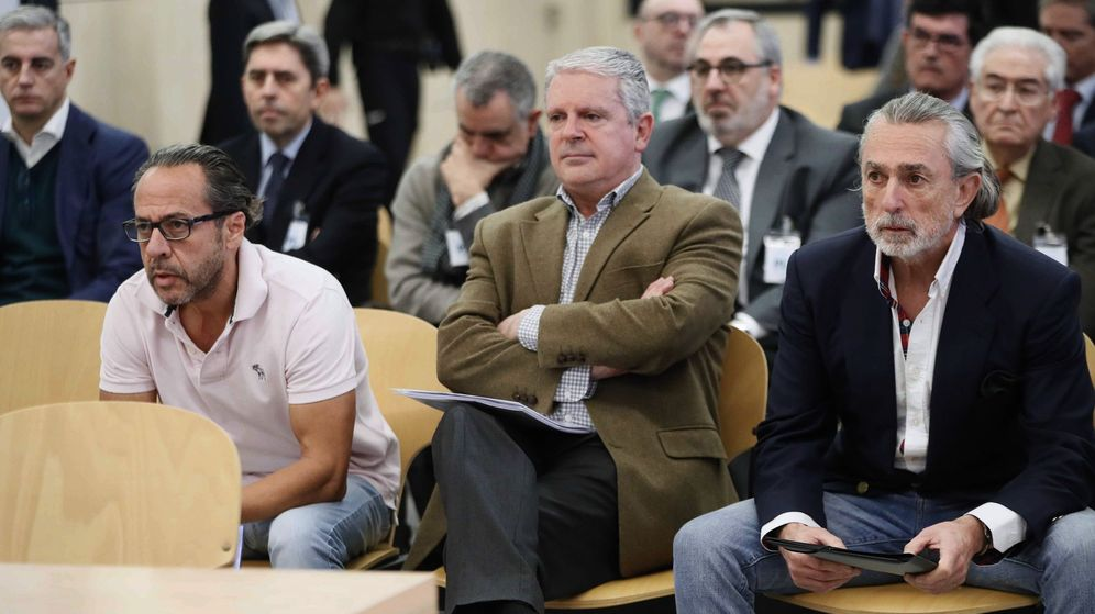 Foto: (De izda a dcha) Álvaro Pérez Alonso 'El Bigotes', responsable de la empresa Orange Market; Pablo Crespo, número dos de la trama Gürtel, y Francisco Correa. (EFE)