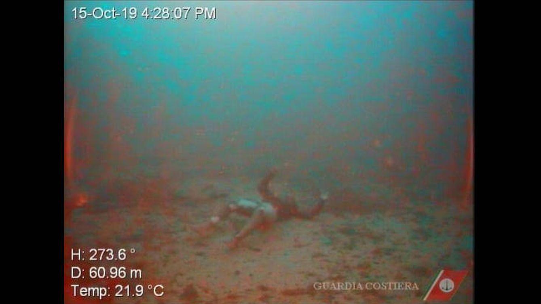 Encuentran a una mujer abrazada a su bebé en el fondo del Mediterráneo
