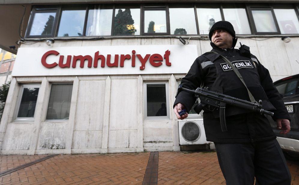 Foto: El diario 'Cumhuriyet', que publicó el vídeo de los camiones turcos cargados de armas con destino a Siria (Reuters)