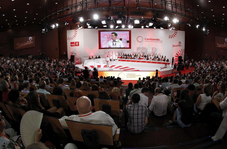 Foto: Vista general de la gigantesca sala Príncipe Felipe del hotel Auditórium de Madrid, el 27 de julio de 2014, en la clausura del último congreso extraordinario del PSOE. (EFE)