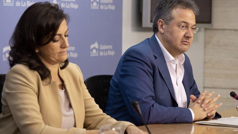 Foto: La presidenta del Gobierno de La Rioja, Concha Andreu y el consejero de Educación, Luis Cacho. (EFE)