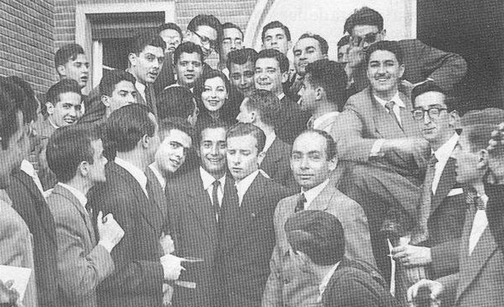 Foto: Ava Gadner, rodeada por los colegiales del CMU Ximénez de Cisneros