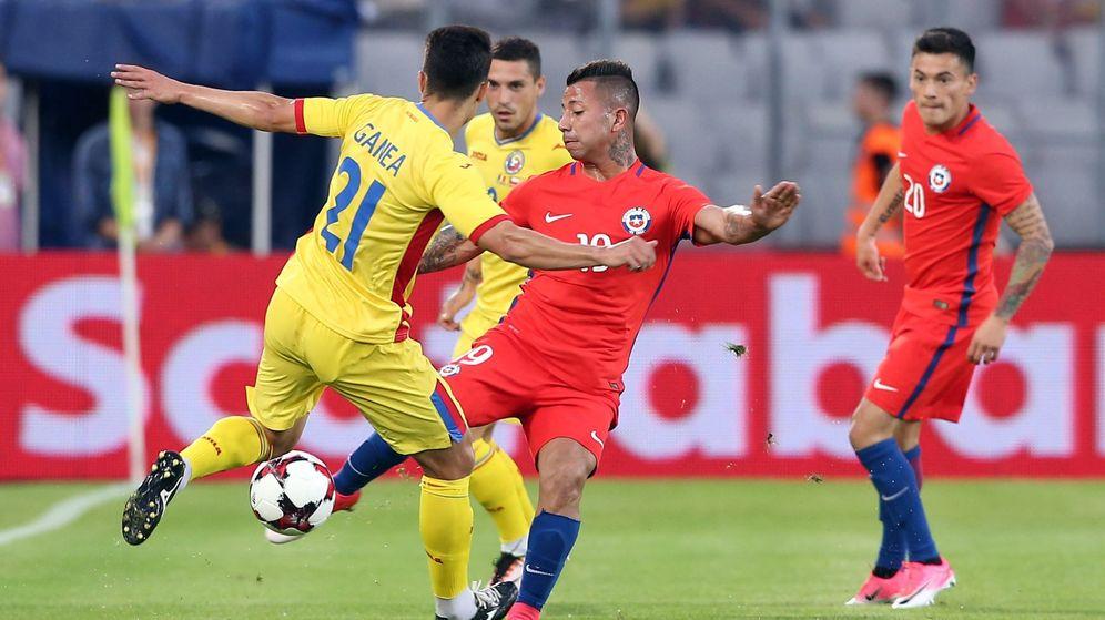 Foto: Cristian Ganea, en un partido con Rumanía contra Chile. (EFE)