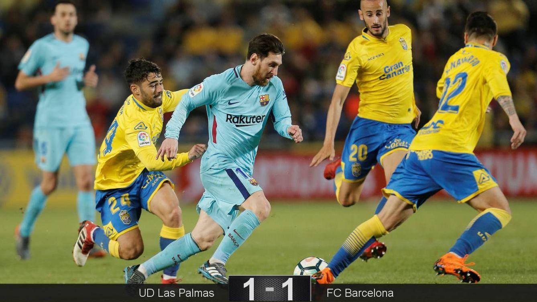 Foto: Messi, de falta, marcó el gol del FC Barcelona ante la UD Las Palmas. (Reuters)