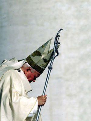 """El Papa Juan Pablo II en los altares: ¿un """"santo súbito"""" demasiado rápido?"""