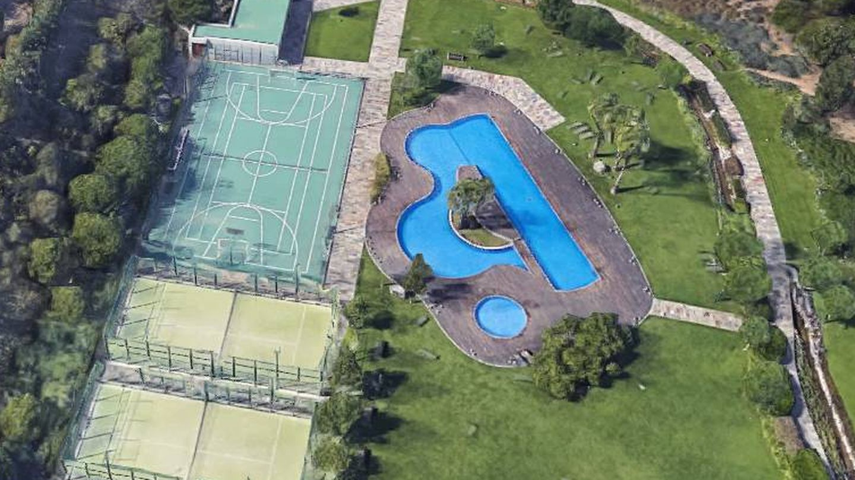 Torre Vilana: piscina, tenis y pádel fuera y cines y chill out en el interior.