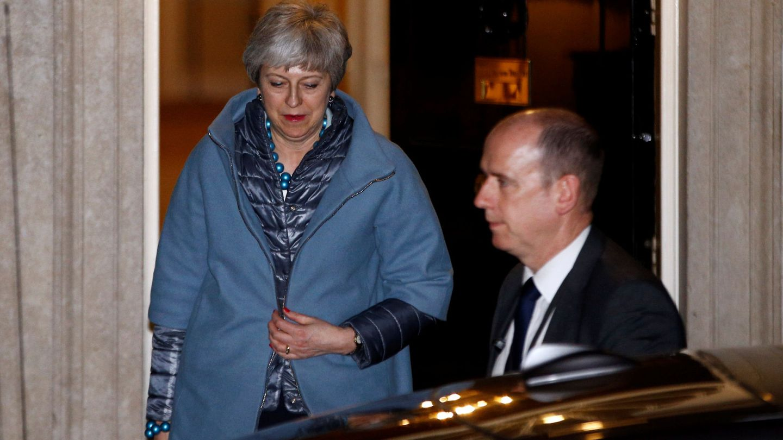 La 'premier' Theresa May sale de Downing Street, en Londres. (Reuters)