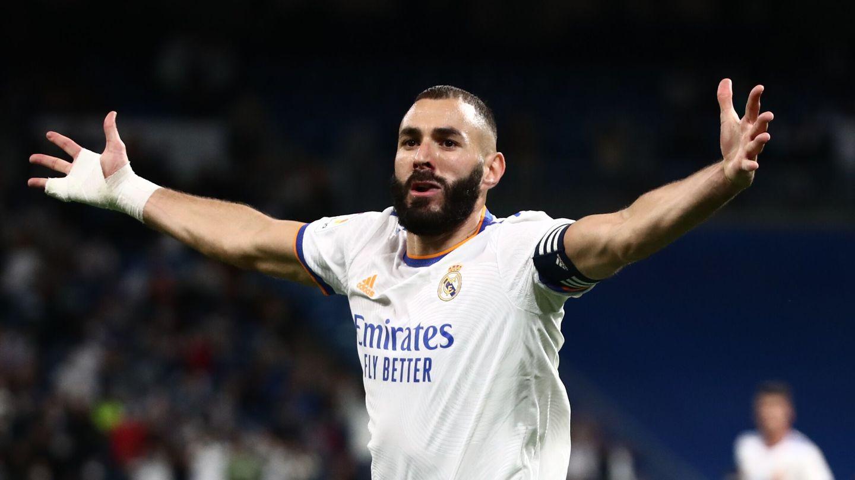 Benzema celebra un gol al Mallorca. (EFE)