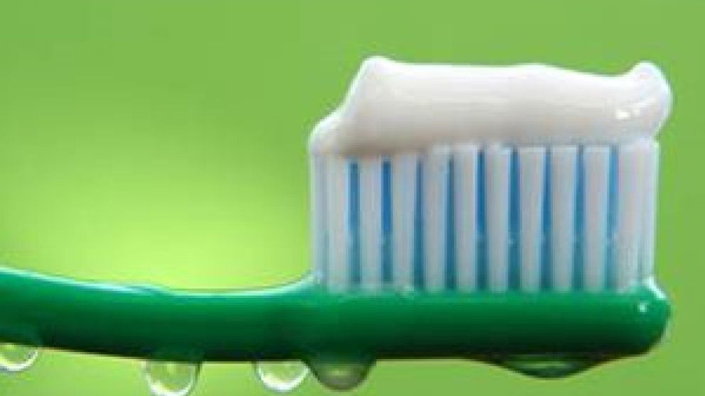 Si está embarazada, cuide su higiene bucal: las bacterias llegan al útero