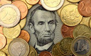 Foto: El euro teme por su supervivencia y se mueve en mínimos de 2010
