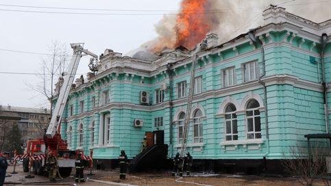 Un equipo médico en Rusia opera a corazón abierto en un hospital en llamas