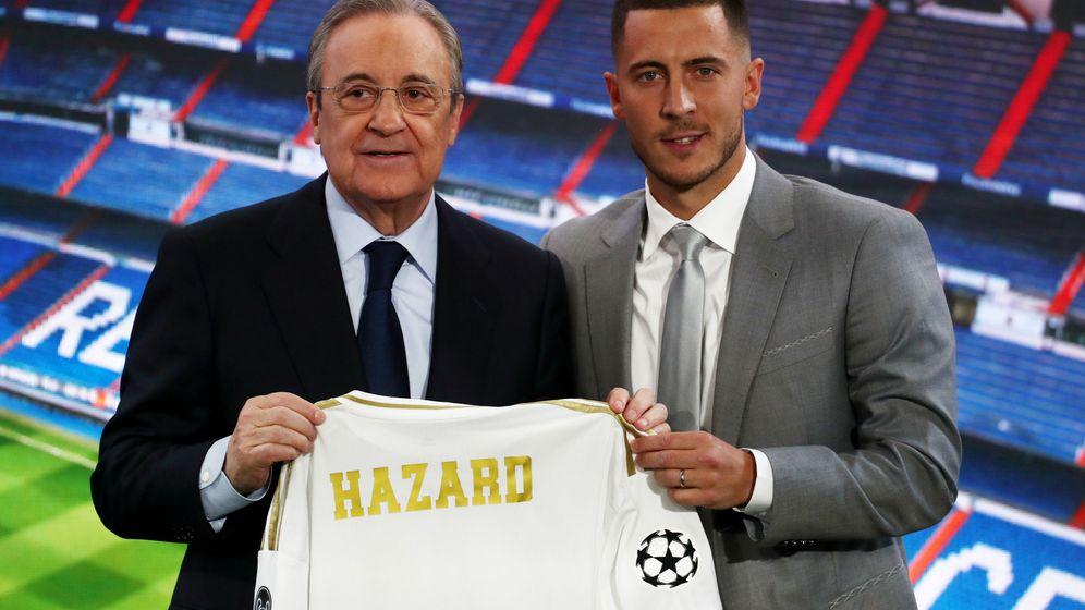 Foto: Florentino Pérez y Eden Hazard posan juntos durante la presentación del segundo como jugador del Real Madrid. (Reuters)