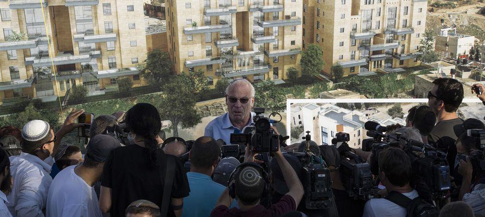 Foto: El ministro de Vivienda de Israel, Uri Ariel, anuncia a los medios la construcción de un nuevo barrio hebreo en Jerusalén este, en agosto de 2013. (Reuters)