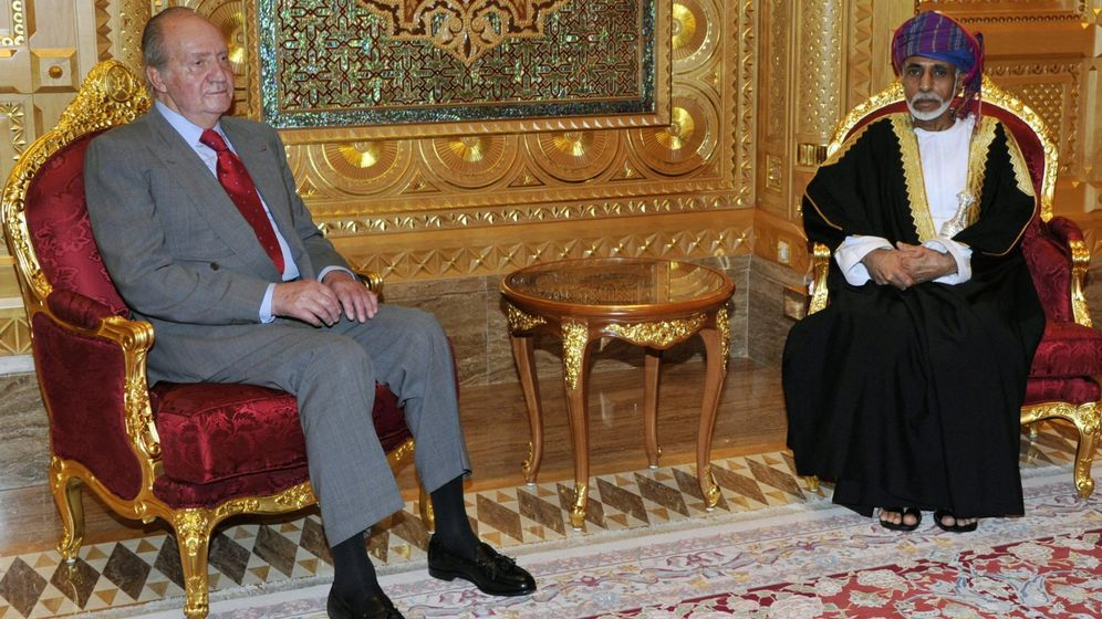 Foto: El rey Juan Carlos junto al sultán de Omán en una imagen de archivo. (EFE)