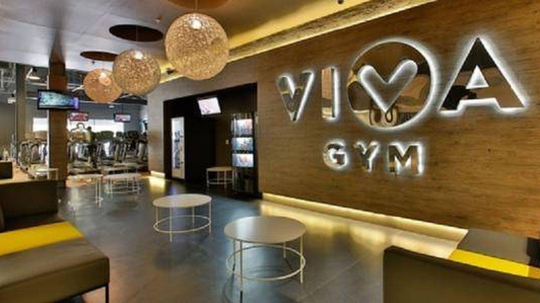 Entrada a un gimnasio Viva Gym.