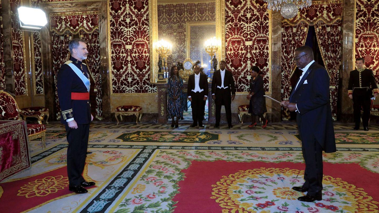 El rey Felipe, en el Palacio Real durante la entrega de credenciales de los embajadores. (EFE)