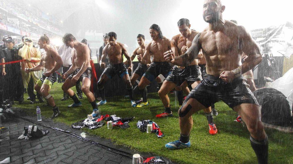 Foto: Jugadores del equipo de rugby de Nueva Zelanda en una de sus hakas. (Reuters)