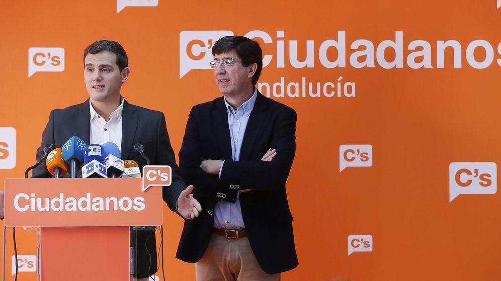 Foto: El presidente de Ciudadanos, Albert Rivera (i), y el portavoz y presidente del grupo en el Parlamento andaluz, Juan Marín. (EFE)