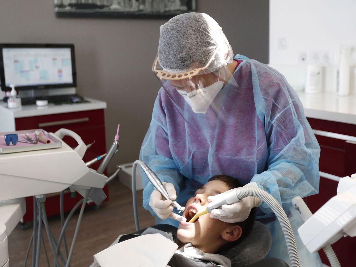 Foto: Una consulta en el dentista. (EFE)