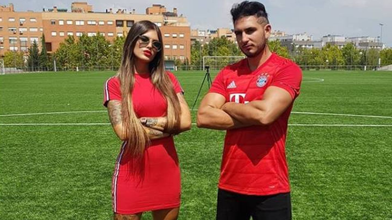 Nuria, junto a Omar Montes. (Instagram)