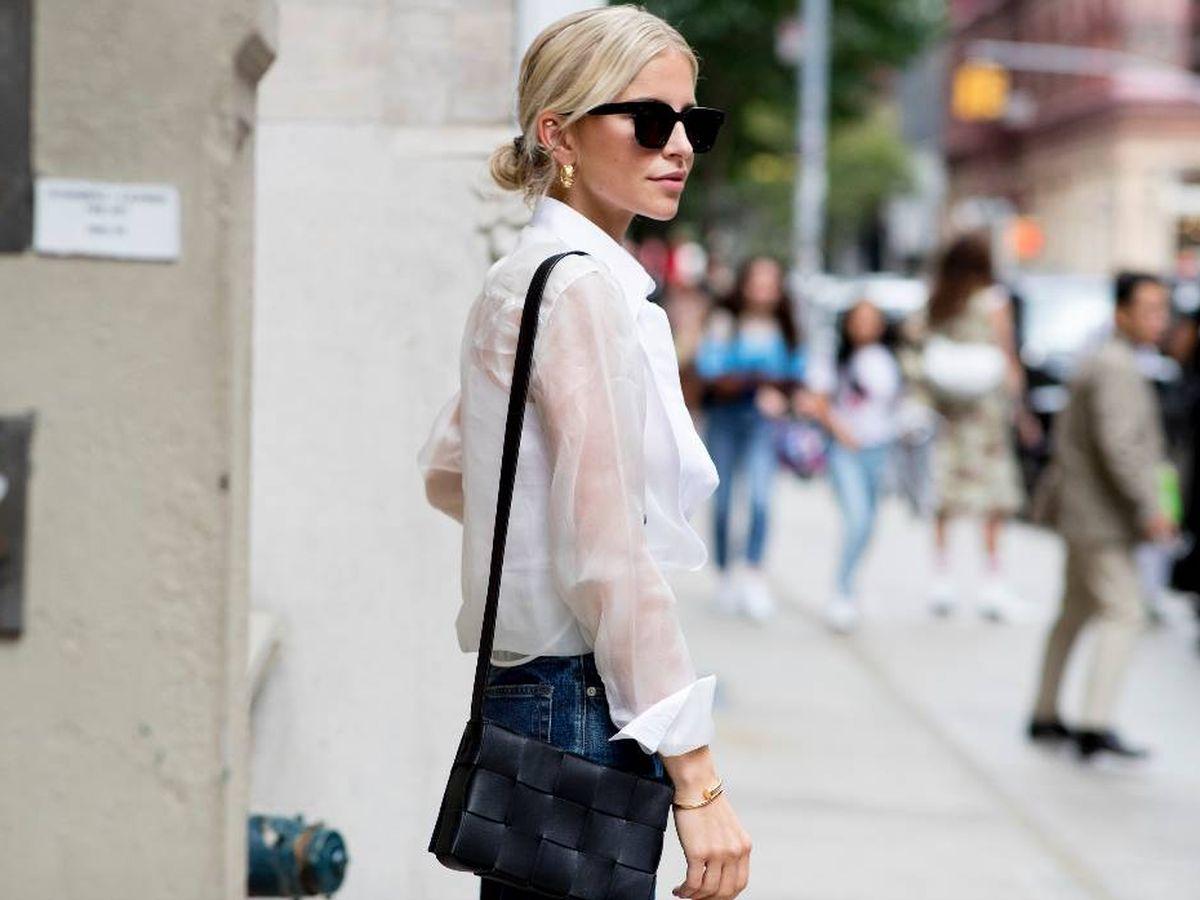 Foto: La insider Caroline Daur con una camisa blanca (Imaxtree)