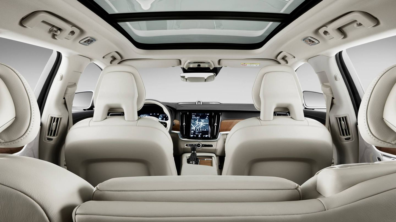 Habitáculo del Volvo V90, con un interior amplio y muy luminoso.
