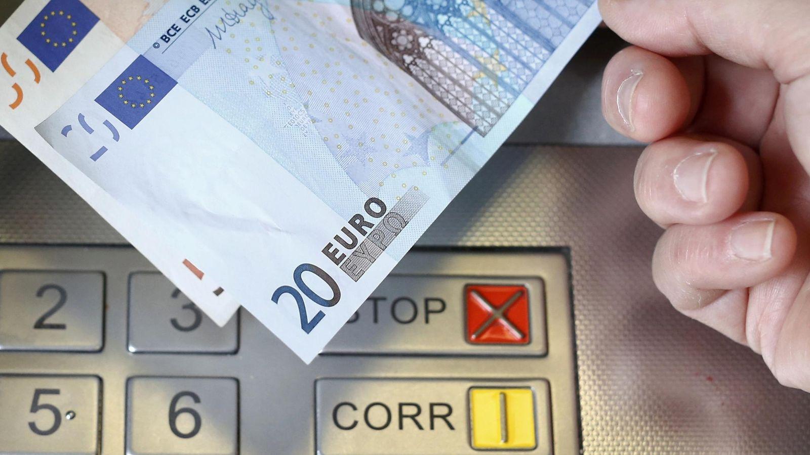 Foto: ¿Cuáles son las comisiones más habituales que cobran los bancos a sus clientes?