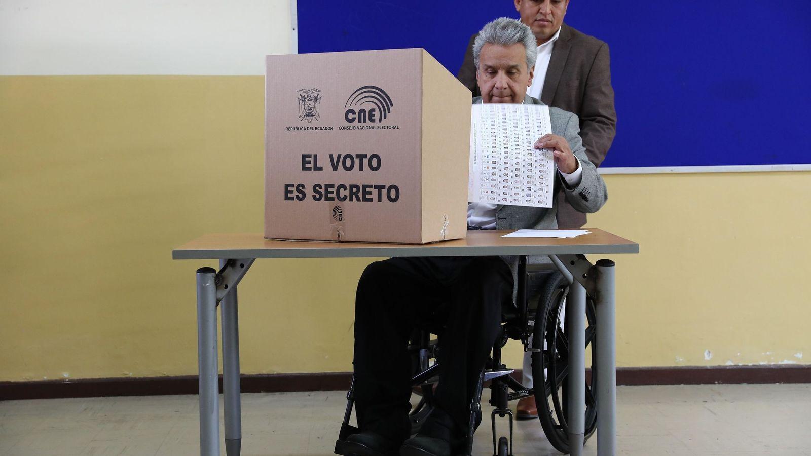 Foto: El presidente de Ecuador, Lenín Moreno, vota en Quito en las elecciones seccionales (EFE)