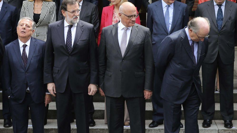 Foto: Foto de familia de Rajoy con los miembros del Foro Puente Aéreo. (EFE)