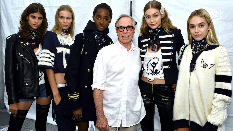 Tommy, con sus modelos. (Getty)
