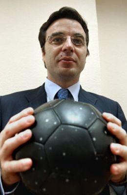Foto: Sandro Rosell ficha al presidente de la Federación Catalana de Fútbol