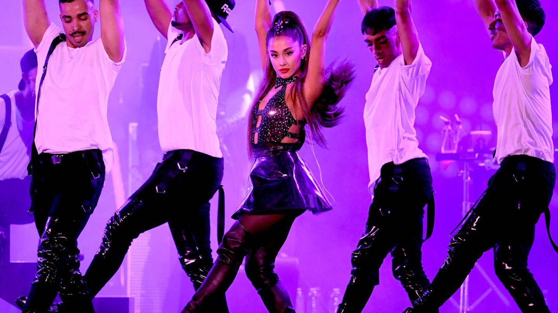 Ariana Grande durante una actuación (Photo by Kevin Winter/Getty Images).
