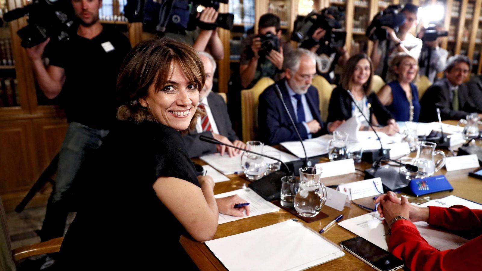 Foto: La ministra Dolores Delgado, en una reunión en el Ministerio. (EFE)